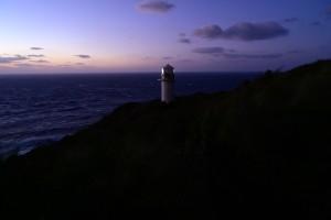 Nikon Digital Camera 黄昏と強風の灯台=たそがれときょうふうのとうだい