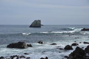 Nikon Digital Camera D700 奇岩と低気圧の波